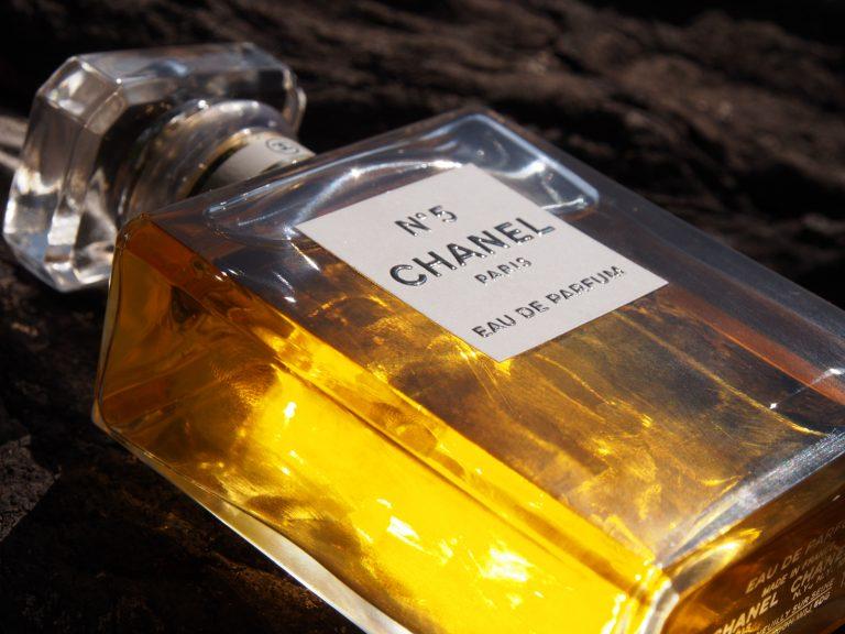 Dostala jsem parfémovou legendu – Chanel N°5. Jak voní?